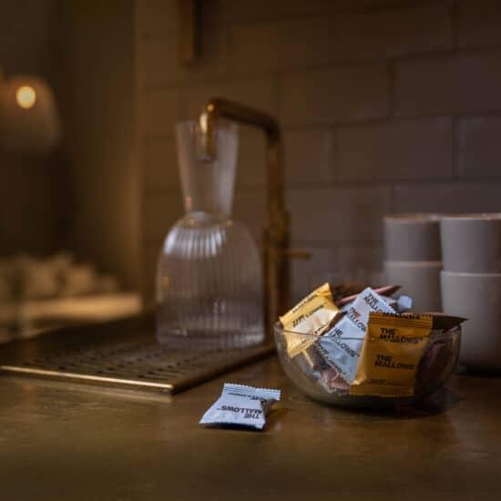 Flowpacks-enkeltpakkede-The Mallows-økologiske-skumfiduser-Dark Liqourice, salted caramel, coffee mælkechokolade og Lakrids, lakridsgranulat, caramel og kaffe fra Emma Bülow